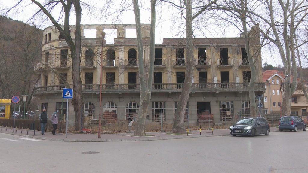 """Početkom maja očekuje se da počnu radovi na rekonstrukciji hotela ,, Srbija"""" u Niškoj Banji"""